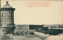50 SAINT VAAST LA HOUGUE / Remparts Et Douves Du Fort / - Saint Vaast La Hougue