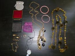 LOT 106 BIJOUX DIVERS COLLIER PENDENTIF BOUCLE OREILLES - Bijoux & Horlogerie