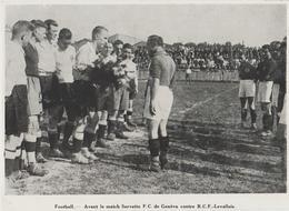 DOCUMENT. .PHOTO PRESSE  17,2 Cm  X  12'5 Cm  AVANT LE MATCH SERVETTE DE GENEVE CONTRE R.C.F.-LEVALLOIS - Soccer