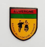 Pin's  Blason Auvergne Bourrée Bellifontaine Avonnaise - R48 - Steden
