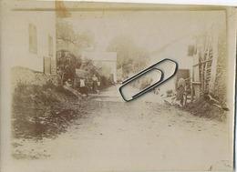COO :  Dans Le Village  (  Vieux Photo9 X 8.2 Cm ) - Lugares