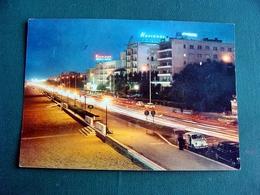 (FG.V16) RIMINI Di Notte - LUNGOMARE, ALBERGHI, AUTO CARS VOITURES FIAT 500 (viaggiata 1964) - Rimini