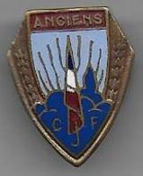 Insigne De Boutonnière émaillé Des Anciens Des Chantiers De Jeunesse - Armée De Terre