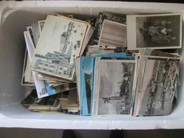 Lot De Plus De 1000   Cartes Modernes Et Ancienne   France Et Etranger  Meme Provenance  . Pas Le Temps De Detailler - 500 Postcards Min.