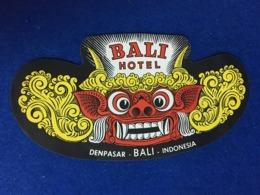 RARE VINTAGE INDONESIA HOTEL ADVERTISING LABEL LUGGAGE BALI HOTEL DENPASAR - Etiketten Van Hotels