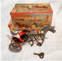 """Jouet Mécanique Métallique Ancien """" SULKY ARABIAN / HORSE AND SULKY WITH DRIVER """" Made In Germany - Jouets Anciens"""