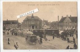 CP ETAPLES SUR MER LE MARCHE SUR LA PLACE  AVEC TRAMWAY   VIERGE - Le Touquet