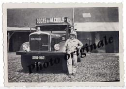 """Photo Originale - Autos Voitures Automobiles - Camion SAURER Diesel """" DOCK Des ALCOOLS """" Ets Charles YCRE à Saint Denis - Automobile"""