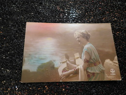 Femme Avec Une Lyre, 1919   (A7) - Frauen