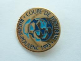 Pin's FOOTBALL - COUPE RHONE POULENC 1993 - Football
