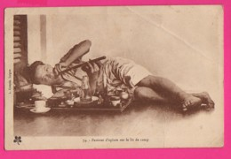 CPA  (Réf: Z 2630)  Fumeur D'opium Sur Le Lit De Camp  (ASIE VIETNAM) (INDOCHINE) - Viêt-Nam