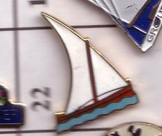 X22 Pin's Bateau Voilier BLANC Achat Immédiat - Barcos