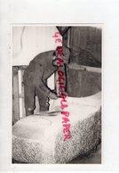 87- AIXE SUR VIENNE - LE FURUR MOBILIER URBAIN TAILLEUR DE PIERRE   -RARE PHOTO ORIGINALE  ANNEES 80 - Professions