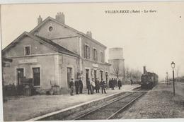 Villenauxe  10   Train Entrant En Gare Et Le Quai Tres Tres Animé - Frankrijk