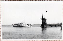 """Carte Photo Originale Bateau à Roues """" Mainau """" Arrivant Au Port Après Son Excursion Au Niveau De La Digue 1953 - Boten"""