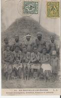 NOUVELLE CALEDONIE. CPA Voyagée En 1905 Groupe D'Indigènes Hommes Femmes Et Enfants - Nouvelle Calédonie