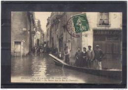 4587 . ORLEANS . INONDATION DE LA LOIRE 1907 . EN BATEAU DANS LA RUE DES CHARRETIERS . ANNEE 1907 - Orleans