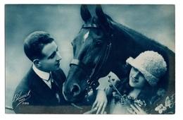 Cpa Fantaisie Couple Autour D'un Cheval Bleuet Paris 288. - Koppels