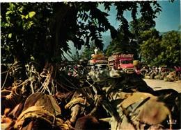HAITI .. SCENE DE MARCHE .. CAMION TAPTAP .. LA VIE DROLE .. - Haïti