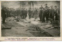 1720. CPA 87 LIMOGES. LES EMEUTES. BARRICADE DE LA MAUVENDIERE. LES DEBRIS  1905 - Limoges