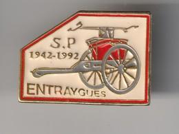 PIN'S ENTRAYGUES - Sapeurs Pompiers 50° Anniversaire 1942 - 1992 ( Dép 79 ) - Associations