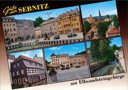 Ansichtskarte Sebnitz Markt, Brunnen, Häuser, Fluss, Teilansicht 1999 - Sebnitz