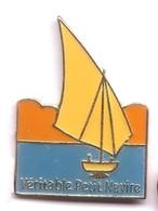 X69 Pin's Bateau Voilier Jonq JAUNE Véritable Petit Navire Tapioca Tipiak Saint-Aignan-Grandlieu Loire Achat Immédiat - Barcos