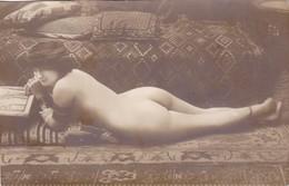 French Erotik Erotic Erotica Erotisme Sexy Jeune Femme Nue Nu  Seins Nus Nude Woman On The Carpet Girl Frau Nackt - Nus Adultes (< 1960)