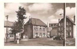 Dépt 15 - VALUÉJOLS - Place De La Fontaine - (CPSM 8,8 X 13,9 Cm) - Automobile Ancienne - Andere Gemeenten
