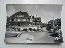 CPA 76 SEINE MARITIME - LES PETITES DALLES : Parking Et Rue Principale - Frankreich