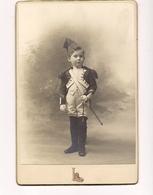 PHOTO ENFANT EN TENUE MILITAIRE -Photographie Grands Magasins Du Louvre - - Personnes Anonymes
