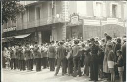 LOZERE : Mende, Manifestation Estivale Devant L'Hotel De Paris, Rare Photo D'Epoque (Années 70) - Mende