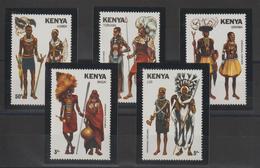 Kenya 1981 Costumes 207-11 5 Val ** MNH - Kenya (1963-...)