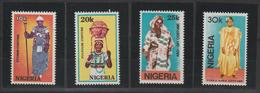 Nigeria 1989 Costumes 547-50 4 Val ** MNH - Nigeria (1961-...)