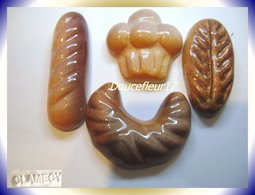 Clamecy .. Viennoiseries Tradition .. 4 Fèves.. Ref AFF : ..( Boite 6) - Anciennes