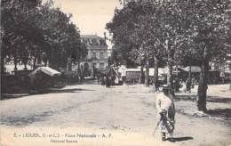 37 - LIGUEIL : Place Nationale ( Animation - Jour De Foire / De Marché ? ) CPA Village (2.190 Habitants) - Indre Et Loir - France