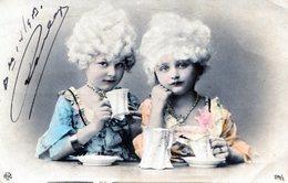 POSTCARD POSTALE PHOTO TARJETA POSTAL ELEGANT DISGUISED GIRLS CIRCA 1920- NTVG. - Fotografía
