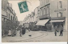 ARGENTON SUR CREUSE. CPA La Rue Gambetta Et Le Train à Vapeur - France