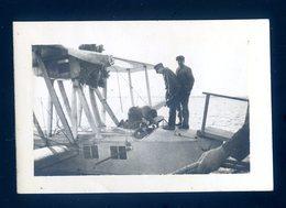 Petite Photographie Originale  Intervention Mécanique Sur Un Hydravion Circa 1920/40 LZ15 - Aviation