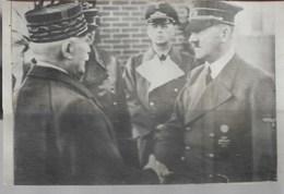 Carte Photo Hitler Et Le Maréchal Pétain Rare - Te Identificeren