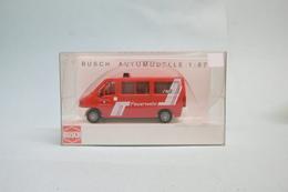 Busch - PEUGEOT BOXER Feuerwehr Pompiers Camionnette Réf. 47382 Neuf HO 1/87 - Scale 1:87