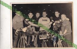 Eddy Merckx En Patrick Sercu, Piste, Gehandtekend Door Sercu, Groot Formaat 24cm Op 18cm - Foto Dedicate