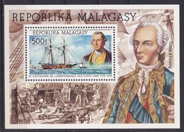 Madagascar 1975, Ship S/s Miblock 7 MNH. Cv 8,50 Euro - Madagascar (1960-...)