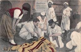 ¤¤  -  MAROC   -   CASABLANCA   -  Médecin Militaire Français Soignant Un Arabe Blessé     -  ¤¤ - Casablanca