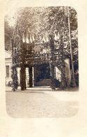 Carte Photo De L'entrée D'un Parc Pavoisée Et Decorée à Localiser - Foto
