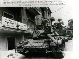 GRANDE PHOTOGRAPHIE ANCIENNE TANK TANKISTE CHAR D'ASSAUT CHENILLE BLINDE GUERRE MILITAIRE LIBAN LEBANON ISRAEL FATAH - Guerra, Militari