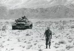 GRANDE PHOTOGRAPHIE ANCIENNE TANK TANKISTE CHAR D'ASSAUT CHENILLE BLINDE GUERRE MILITAIRE BEIRUT BEYROUTH ARMEE USA - Guerra, Militares