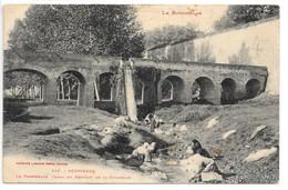 Cpa...Perpignan...la Passerelle ,canal Du Rempart De La Citadelle...animée...(lavandières)..190!... - Perpignan