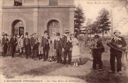 5057 Cpa 63 Gare De Vic Le Comte - Une Noce En Auvergne - Vic Le Comte