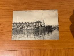 """LE CROISEUR """" Cassard"""" Dans L'arsenal De Cherbourg  (port Offert ) - Guerre"""